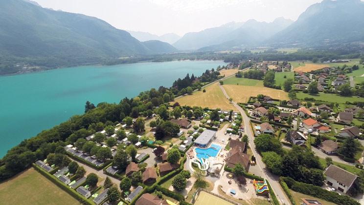 La ravoire campsite campsites in the alps al013 for Lake annecy hotels swimming pool